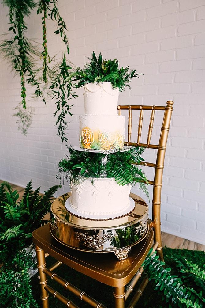 Wedding Cake with Ferns | Fern and Foliage Wedding Decor | Hawkeye Photography