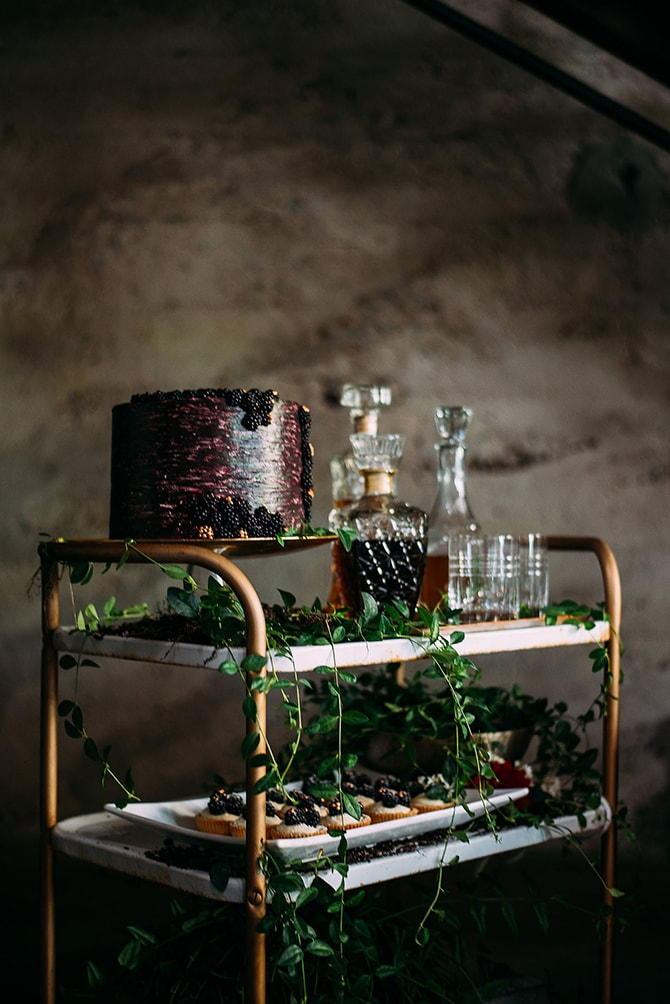 Wedding Bar Cart | Hidden City Garden | Fogamp Dawn Photography