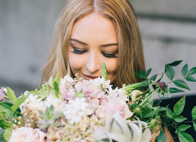Natural bridal bouquet | Secret Garden Wedding | Sarah Mattix Photography