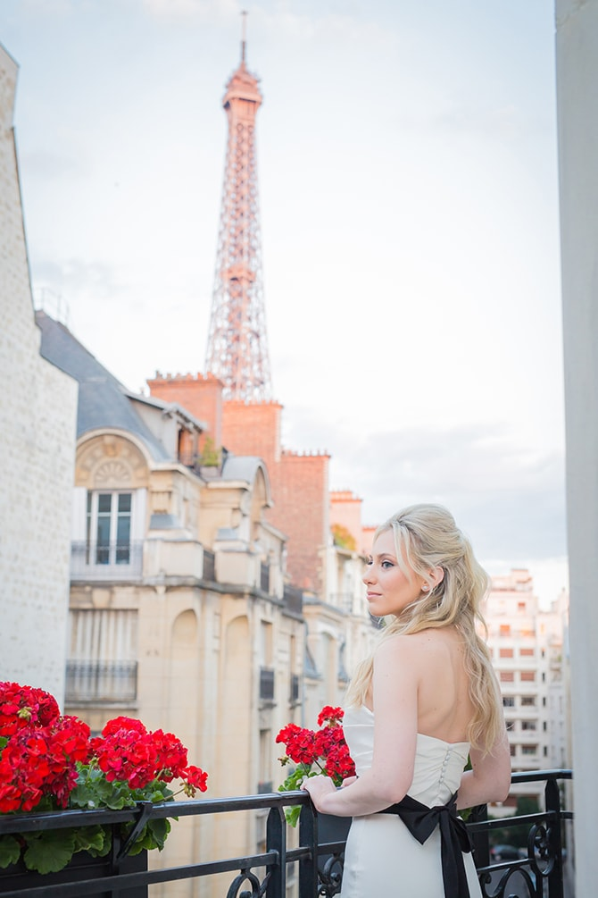 Bride on balcony | Vintage Paris Elopement | Paris Photographer Pierre