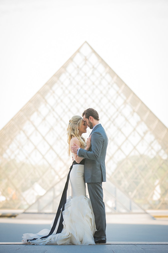 Louvre Love | Vintage Paris Elopement | Paris Photographer Pierre