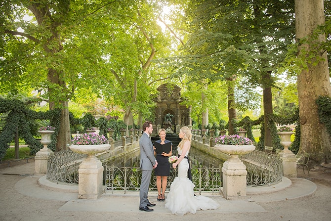 Outdoor wedding ceremony | Vintage Paris Elopement | Paris Photographer Pierre