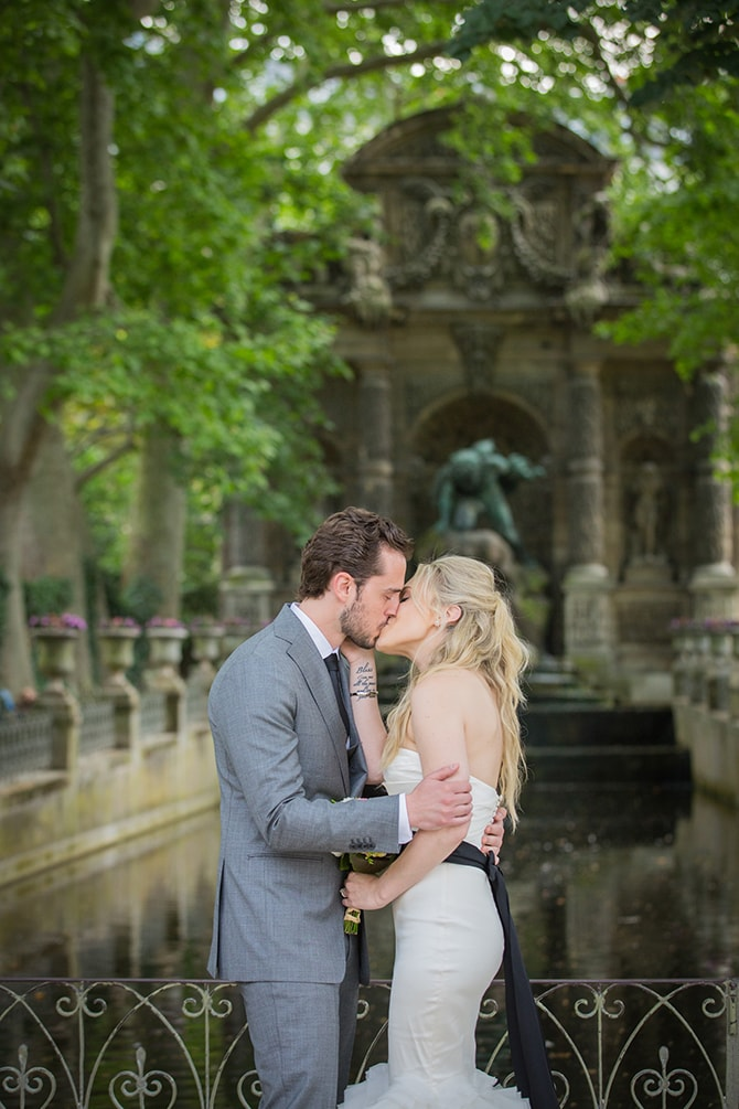 Couple kissing after ceremony | Vintage Paris Elopement | Paris Photographer Pierre