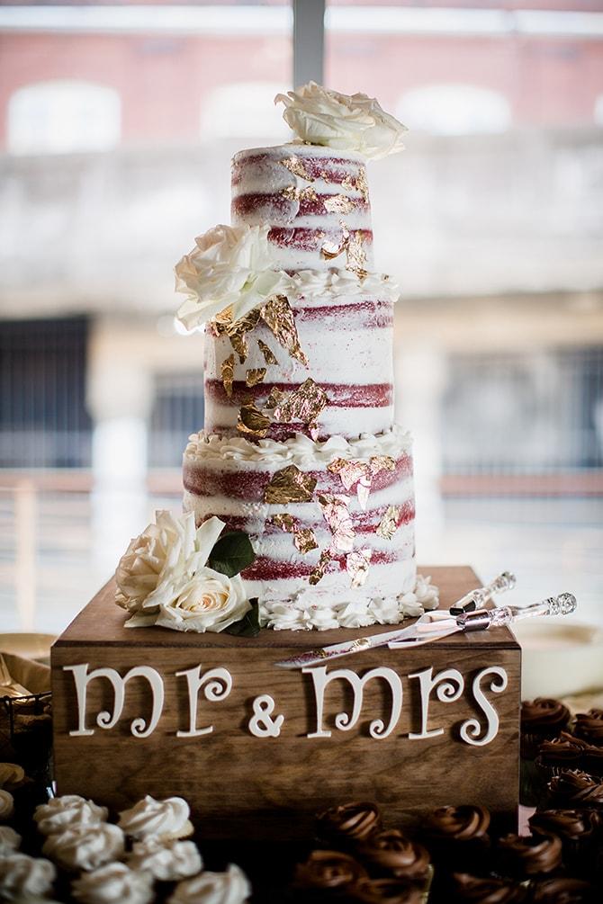 Naked wedding cake | Urban Wedding at Jackson Terminal Train Station | Amanda May Photos