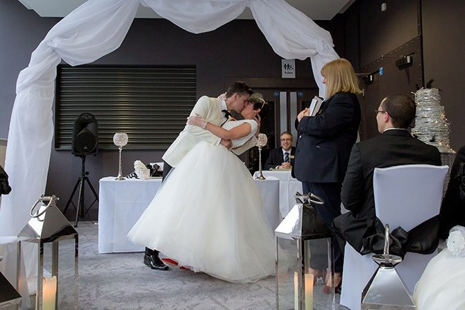 First Kiss | Hollywood Glamour in Liverpool | Lesley Bee Photography