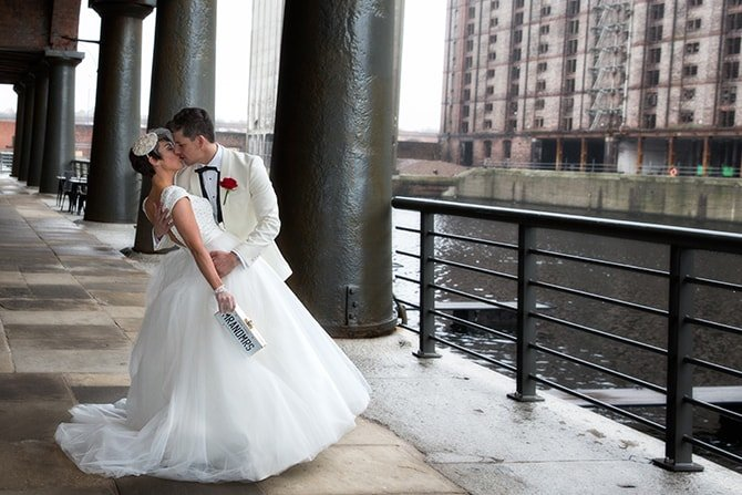 Wedding kiss | Hollywood Glamour in Liverpool | Lesley Bee Photography