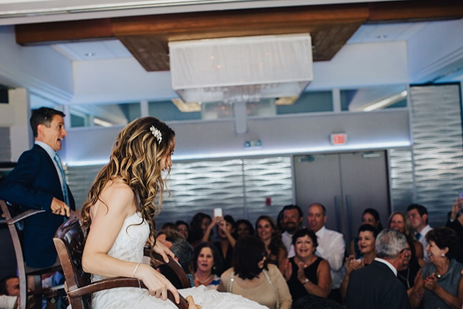 Jewish traditions | Contemporary Beach Wedding in New York | Martina Micko Photo