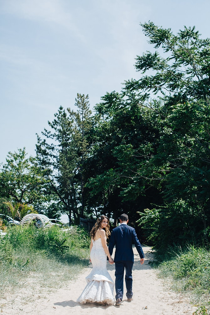 Wedding day walk | Contemporary Beach Wedding in New York | Martina Micko Photo