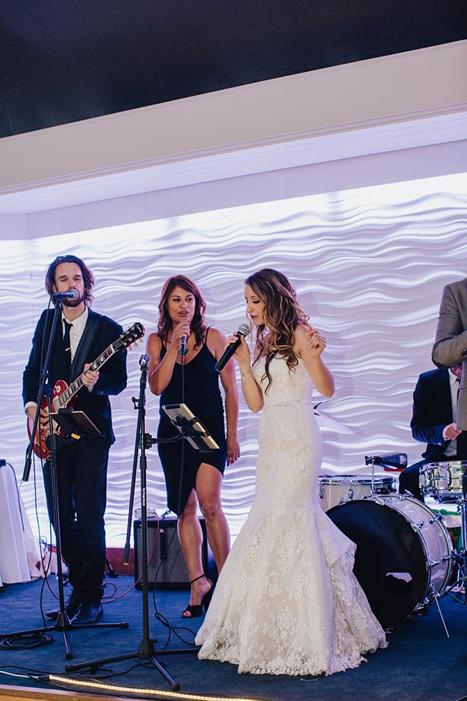 Bride singing | Contemporary Beach Wedding in New York | Martina Micko Photo