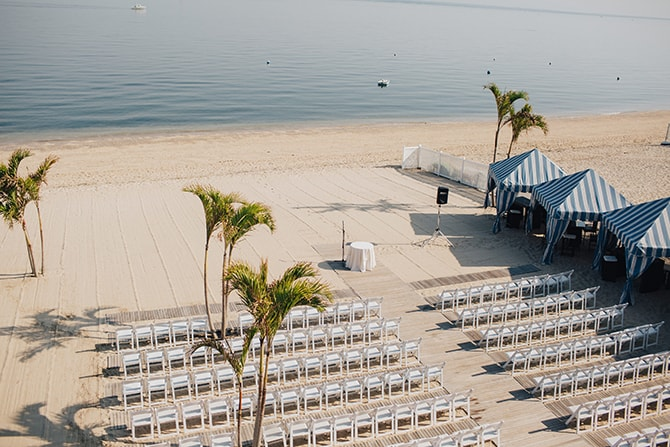 Beach wedding ceremony | Contemporary Beach Wedding in New York | Martina Micko Photo