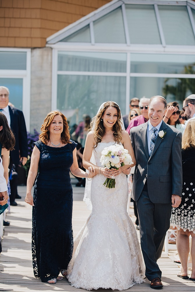 Bride walking down aisle | Contemporary Beach Wedding in New York | Martina Micko Photo