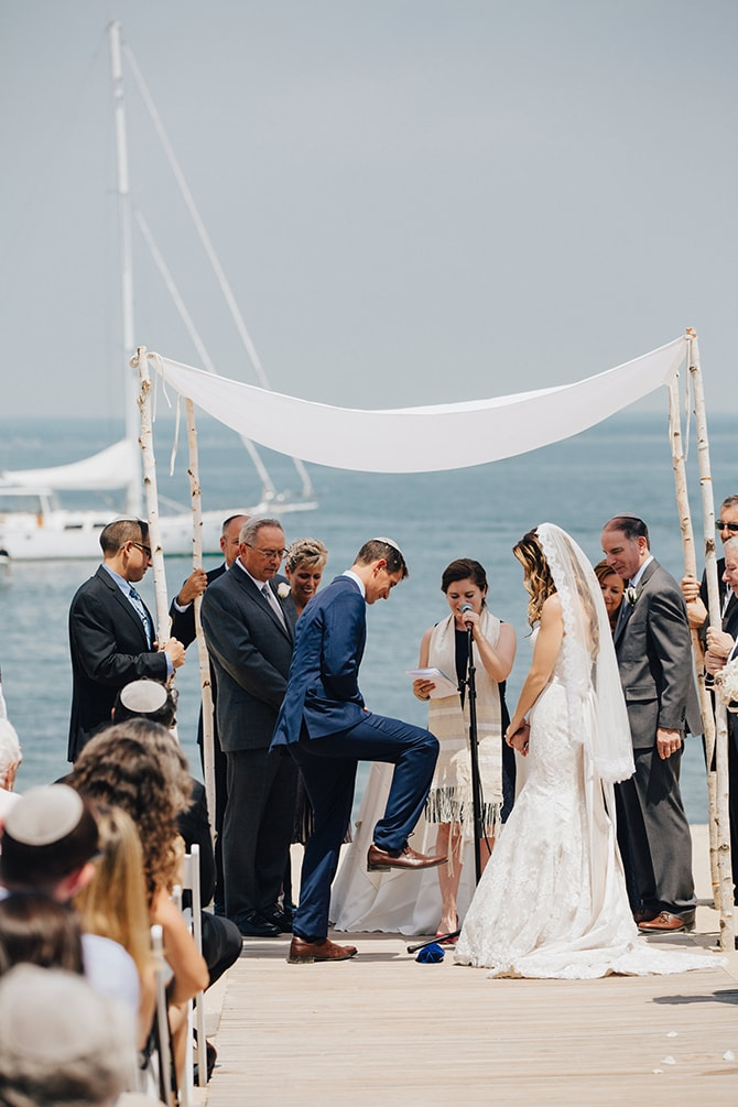 Jewish wedding traditions | Contemporary Beach Wedding in New York | Martina Micko Photo