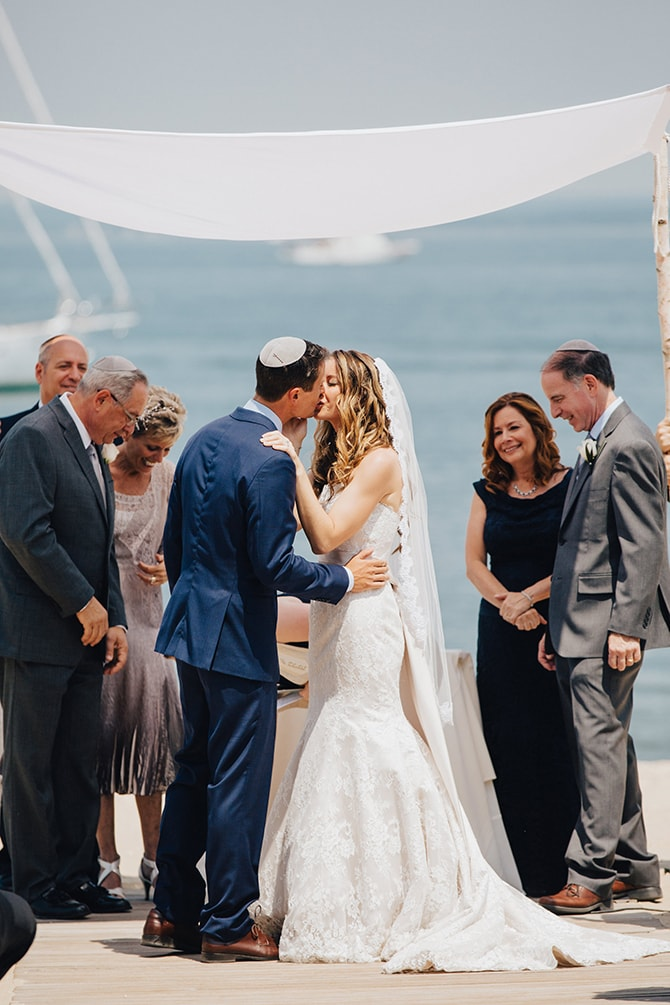 Bride and Groom kissing | Contemporary Beach Wedding in New York | Martina Micko Photo