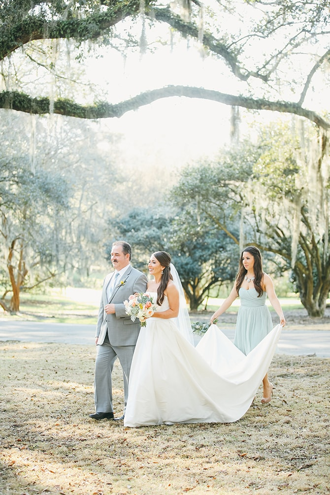 Bride arriving at wedding | Stunning Southern Plantation Wedding | Gideon Photography