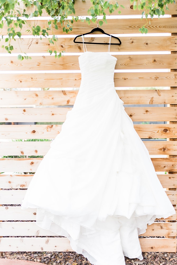 Stylish wedding dress | Casually Modern Wedding Inspiration | Mindy DeLuca Photography