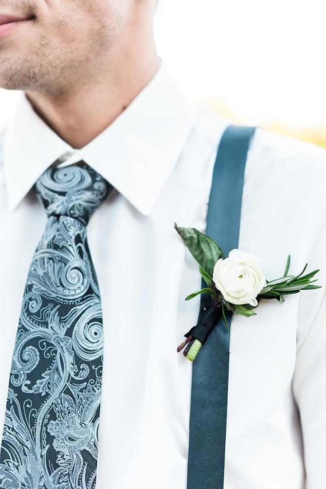 Modern groom buttonhole | Casually Modern Wedding Inspiration | Mindy DeLuca Photography