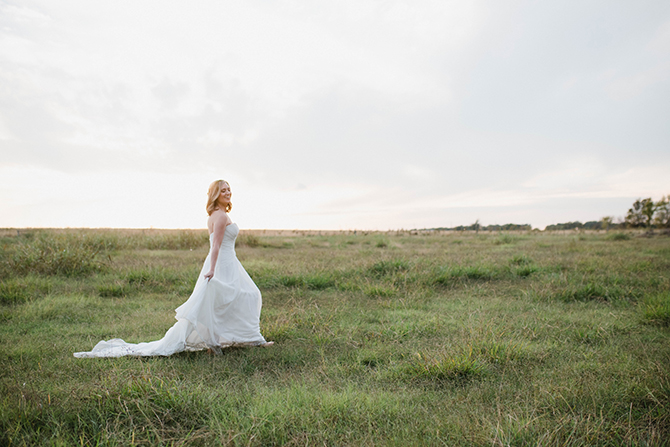 Bride walking through field | Countryside Sunset Wedding in Texas | Rebecca Chesney Photo