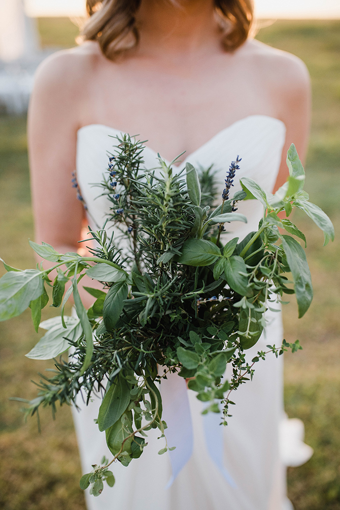Green bridal bouquet | Countryside Sunset Wedding in Texas | Rebecca Chesney Photo