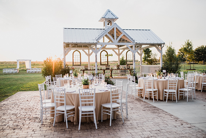 Outdoor wedding | Countryside Sunset Wedding in Texas | Rebecca Chesney Photo
