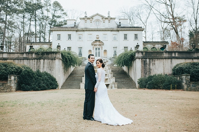 Bride and Groom outside house | Glamorous Spring Wedding Portraits at The Swan House | Aline Marin Photography