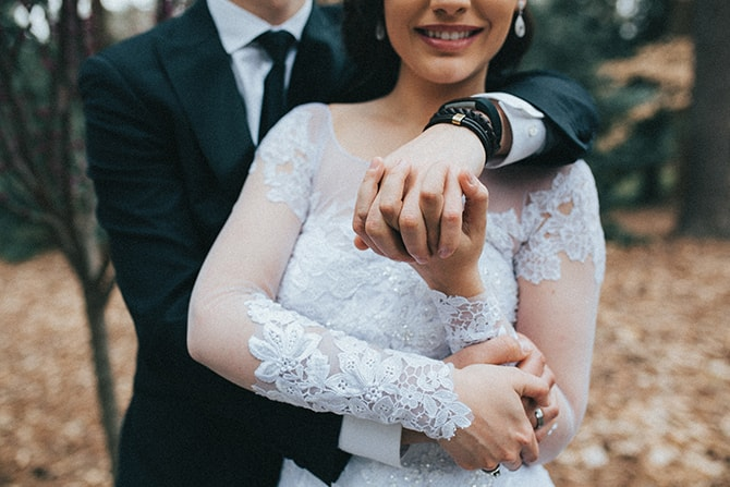 Couple in love | Glamorous Spring Wedding Portraits at The Swan House | Aline Marin Photography