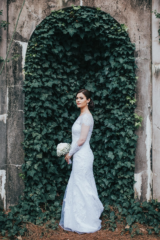 Bride standing infront of wall of ivy | Glamorous Spring Wedding Portraits at The Swan House | Aline Marin Photography