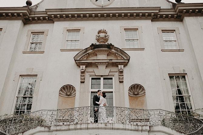 Newlyweds | Glamorous Spring Wedding Portraits at The Swan House | Aline Marin Photography