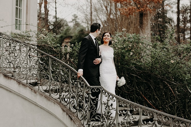 Couple walking down steps | Glamorous Spring Wedding Portraits at The Swan House | Aline Marin Photography