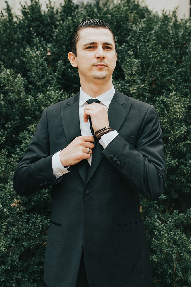 Groom in black suit | Glamorous Spring Wedding Portraits at The Swan House | Aline Marin Photography