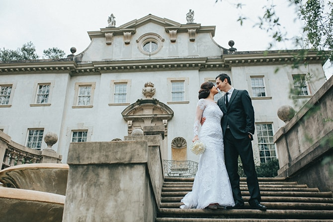 Bride and Groom at The Swan House | Glamorous Spring Wedding Portraits at The Swan House | Aline Marin Photography