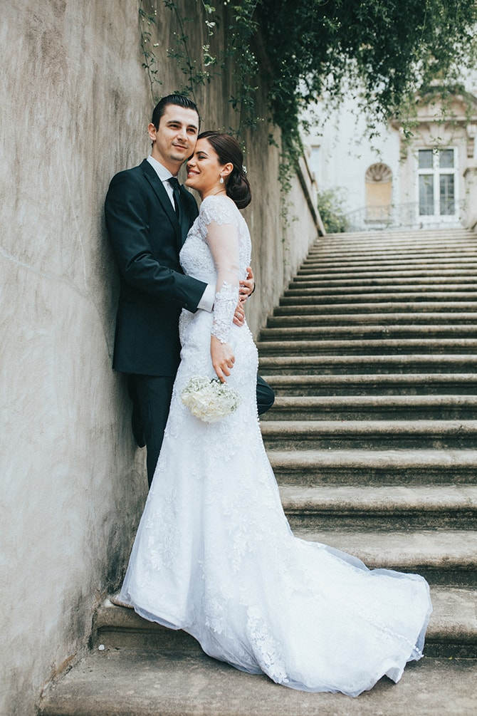 Couple walking down stairs | Glamorous Spring Wedding Portraits at The Swan House | Aline Marin Photography