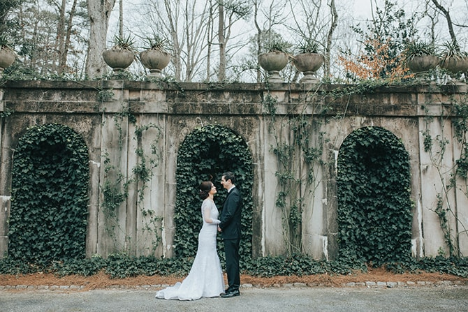 Couple in Ivy Garden | Glamorous Spring Wedding Portraits at The Swan House | Aline Marin Photography