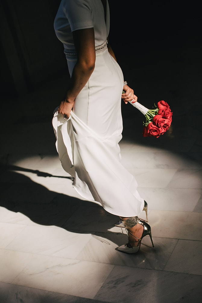 Bride with white dress and red roses | Intimate Ceremony at San Francisco City Hall | IQphoto Studio