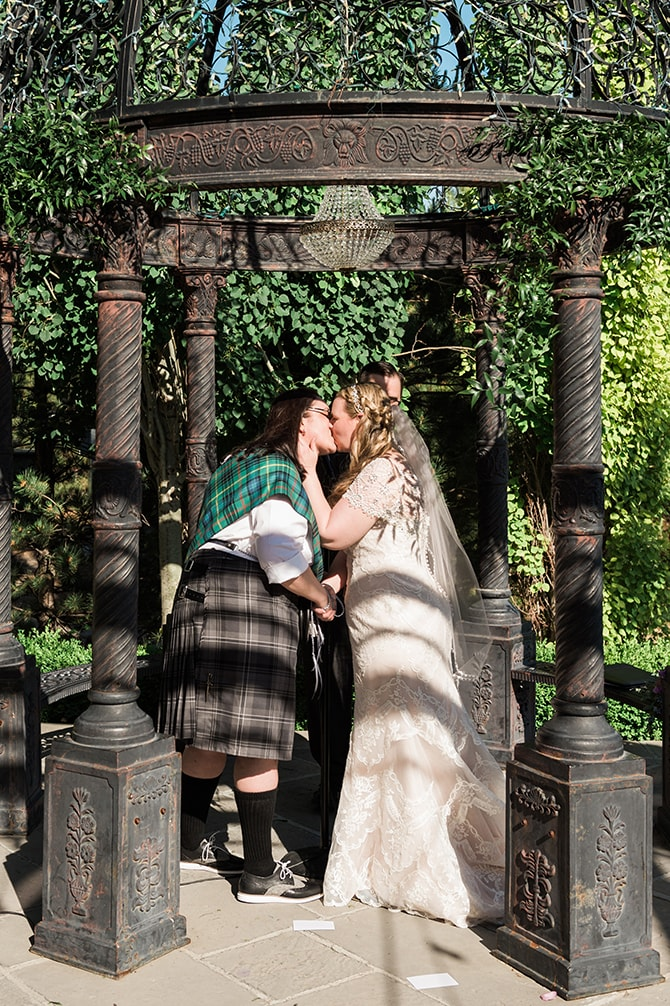 Brides kissing | Scottish Inspired Wedding in Utah | Derek Chad Photography