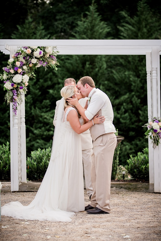 Bride and Groom kissing | Stylish and Modern Farm Wedding | Amanda May Photos