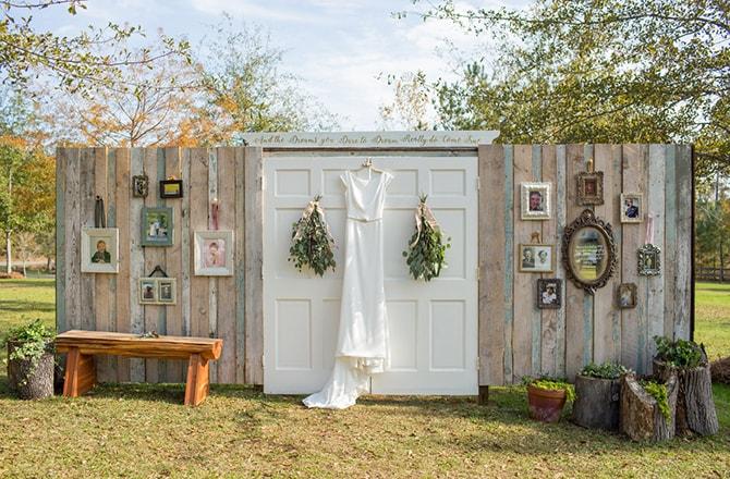 Wedding dress backdrop | DIY Backyard Wedding in South Carolina | Jessica Hunt Photography