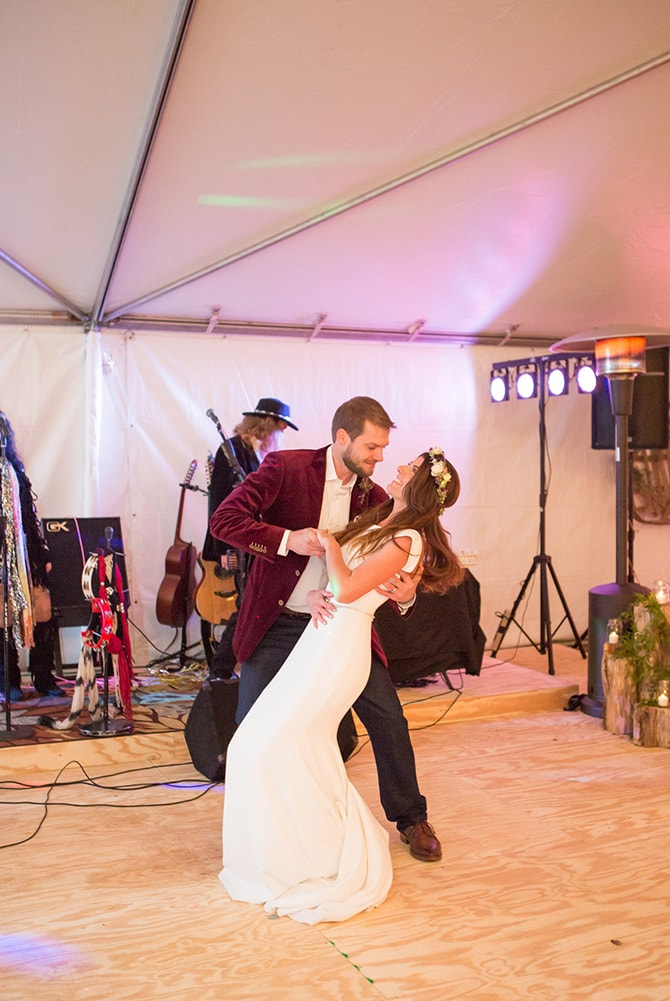 Wedding couple first dance | DIY Backyard Wedding in South Carolina | Jessica Hunt Photography