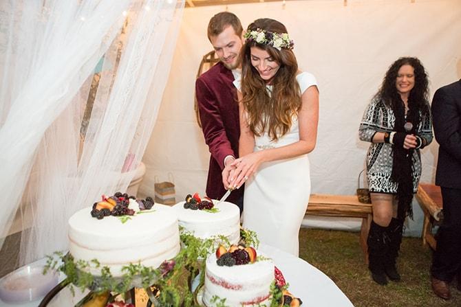 Cutting the cake | DIY Backyard Wedding in South Carolina | Jessica Hunt Photography