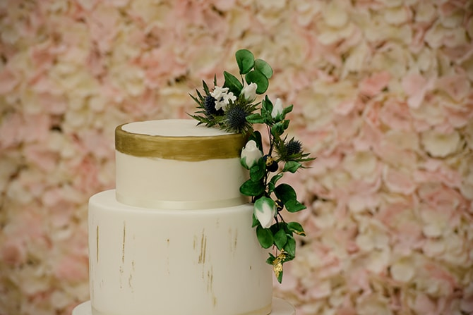 White and gold wedding cake | Beautiful Countryside Wedding Inspiration in Buckinghamshire | KLP Photography