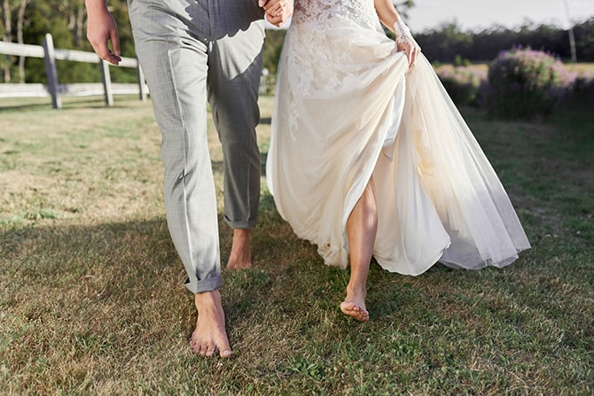 Couple walking barefoot in garden | Luxury Country Garden Boho | Sephory Photography