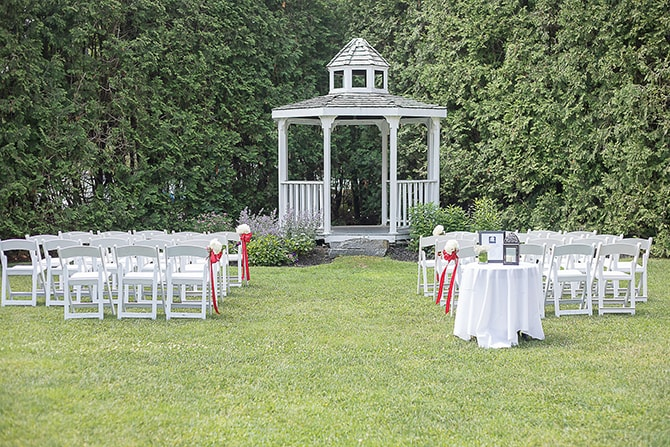 Outdoor wedding ceremony | Modern Elegance in Exeter - Emily Teresa Photography