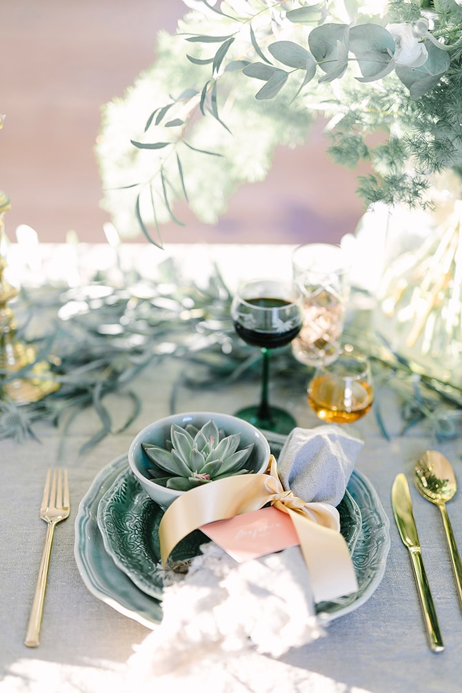 Modern green wedding table | Modern Winter Wedding Style | Linda-Pauline Photography
