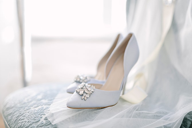 Light blue bridal shoes | Modern Winter Wedding Style | Linda-Pauline Photography