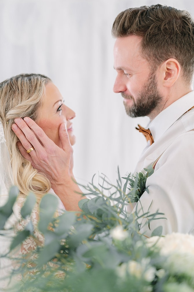 Couple in love | Modern Winter Wedding Style | Linda-Pauline Photography