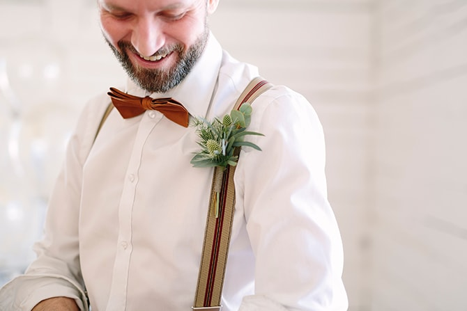 Stylish groom with buttonhole | Modern Winter Wedding Style | Linda-Pauline Photography
