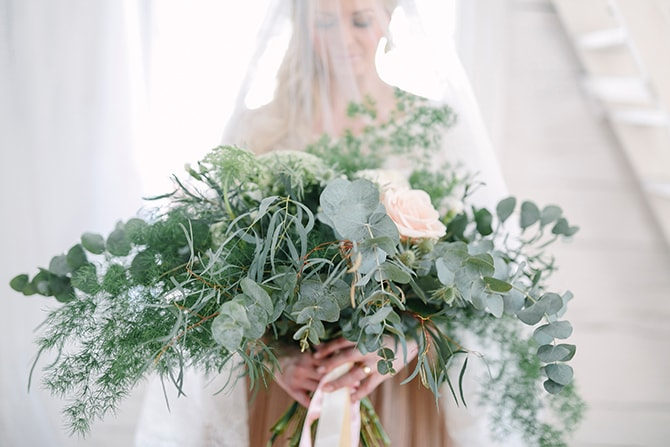 Bride with eucalyptus bouquet | Modern Winter Wedding Style | Linda-Pauline Photography