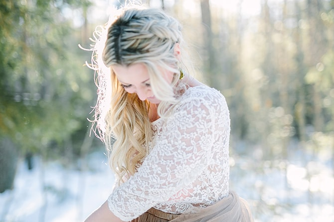 Beautiful bride in lace dress | Modern Winter Wedding Style | Linda-Pauline Photography