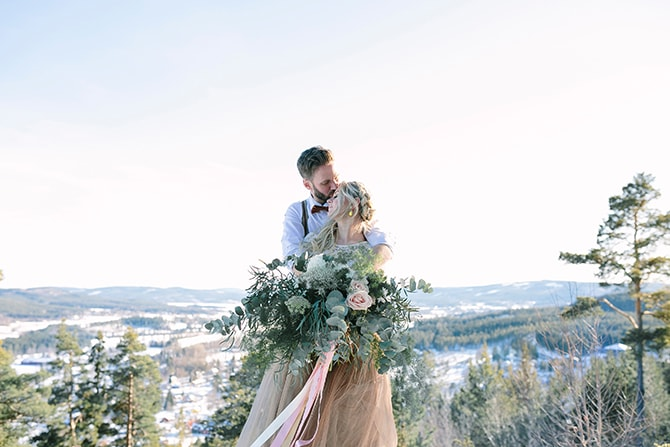 Couple on top of mountain | Modern Winter Wedding Style | Linda-Pauline Photography