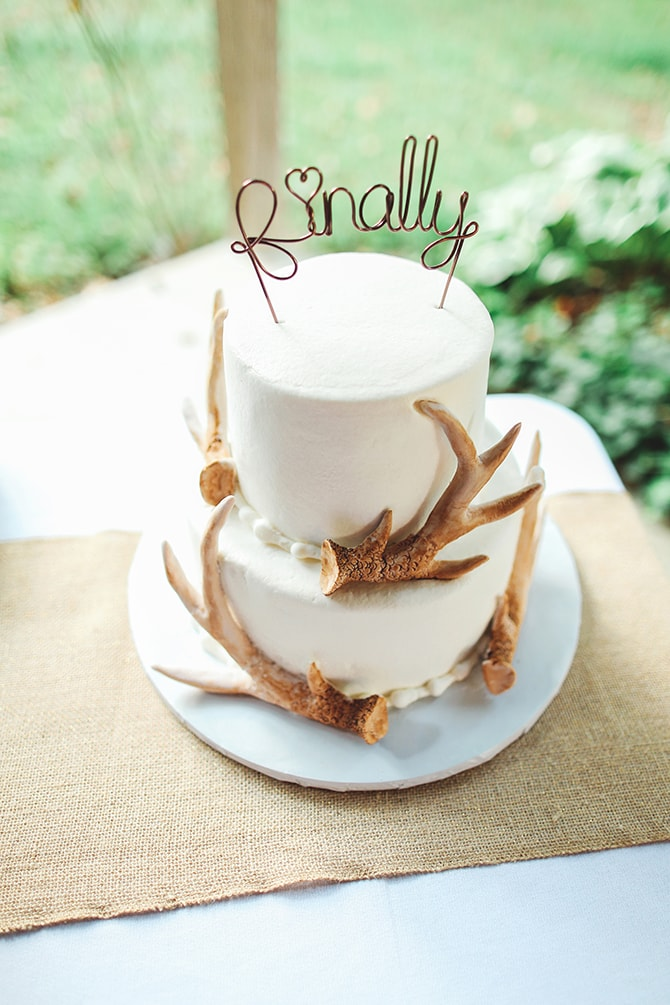White wedding cake with antlers | Rustic Dreaming in Pembroke | Jasmine White Photography