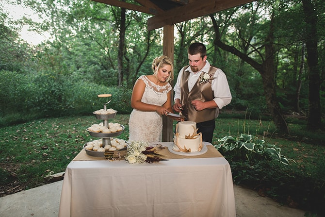 Cutting the cake | Rustic Dreaming in Pembroke | Jasmine White Photography
